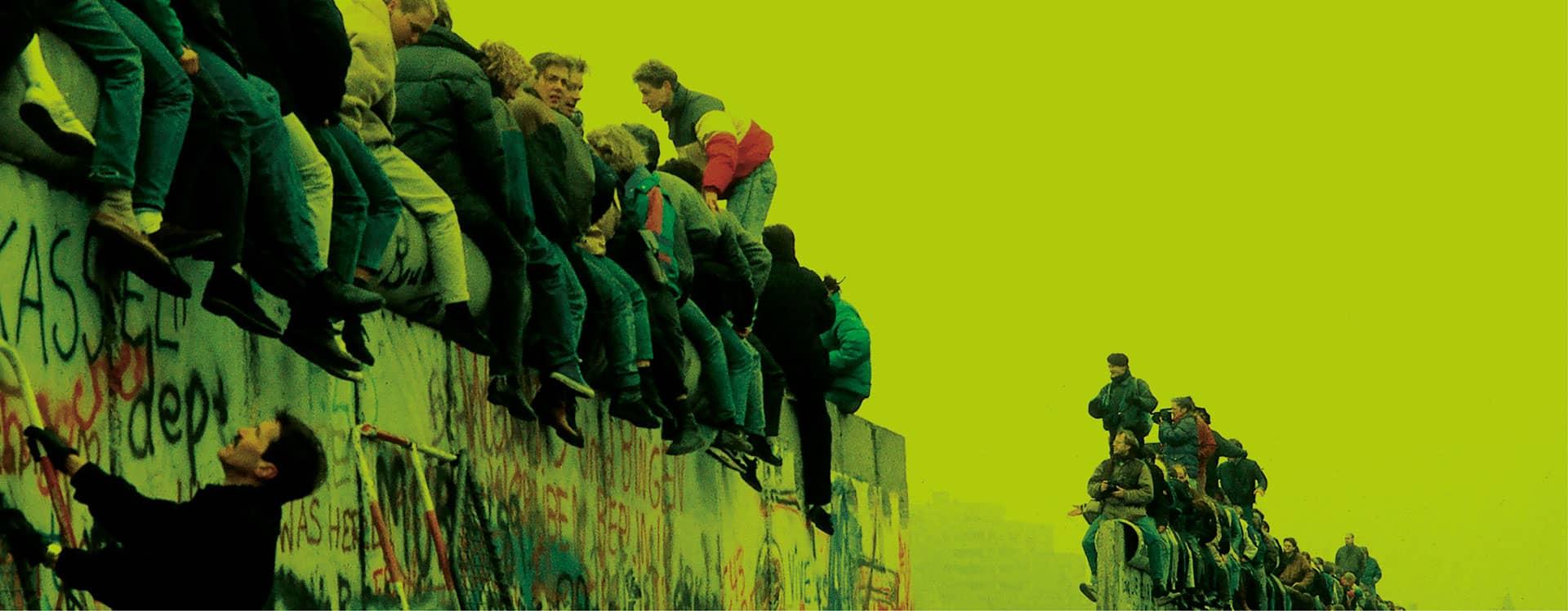 DIVIDERE IL CIELO - Voci e immagini dal muro di Berlino