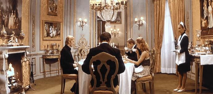 Schermi e palcoscenici - Gruppo di famiglia in un interno